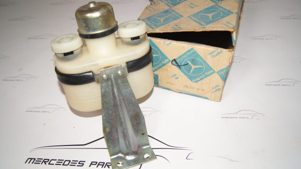 0004315502 W100 brake fluid container expansion tank €525.00 600