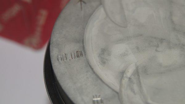 1160302318 Mahle 88.01 mm STD M116 380 piston set (8 piston) €760.00 M116