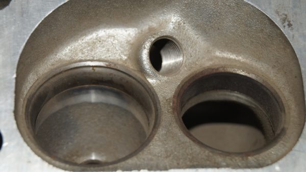 1160109920 M116 960/961 380 Cylinder head (Right) €480.00 M116