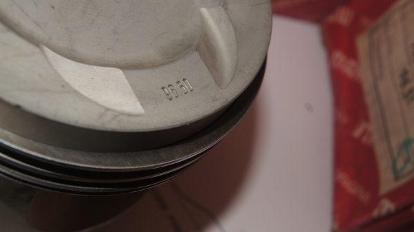 1170309117 M117 5.0 Mahle 96.5 mm STD ( 8 pistons + rings + pins ) €760.00 M117