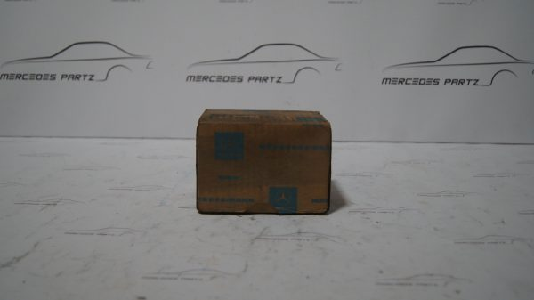 0009800615 Waterpump Grooved Ball bearing €65.00 Chassis