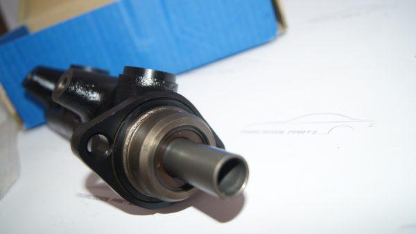 0034306001 Brake Master Cylinder €125.00 Chassis