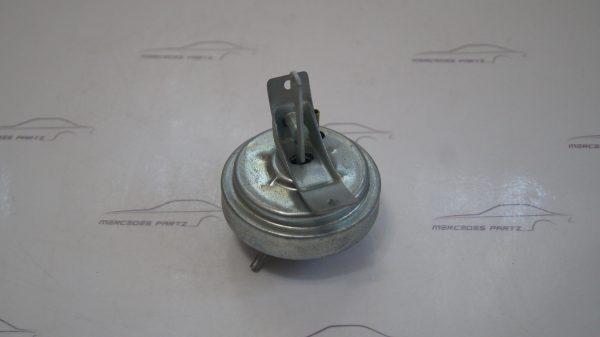 0001586718 M102 Distributor vacuum box €120.00 Chassis