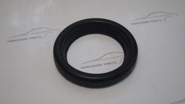 0000941960 M104 Air Cleaner Seal Gasket €14.00 Chassis