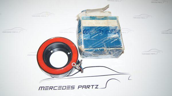 0001310588 Refrigerant Compressor Magnet €220.00 Diesel
