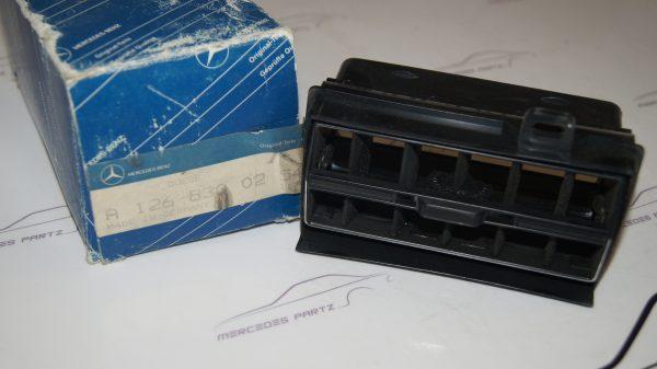 1268300154 W126 Left Ventilation Nozzle €220.00 Chassis