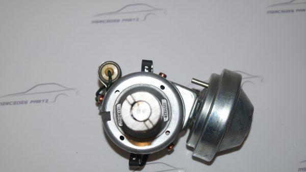 0021584201 M130 / M114 Ignition Distributor €300.00 Brand