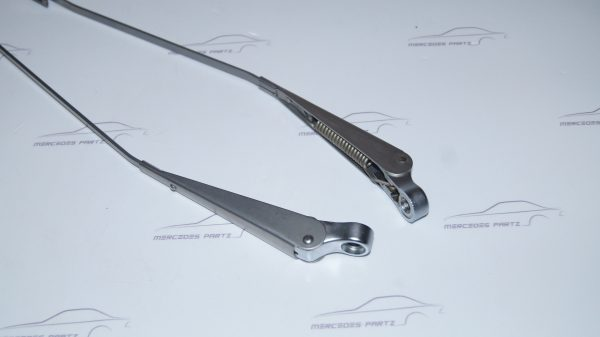 1008200144 W100 Wiper Arm €0.00 Chassis