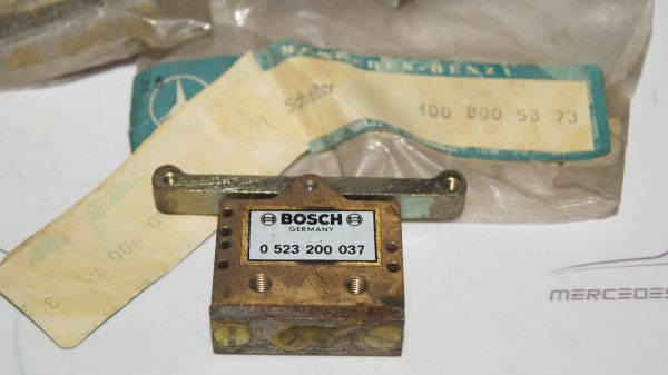 1008005273 W100 Hydraulic Switch €0.00 Chassis