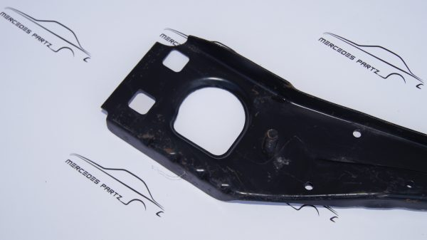 1266202086 W126 Front Bumper Mounting €45.00 Brand