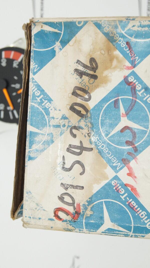 2015420016 W201 tachometer with clock €95.00 Genuine Mercedes Part